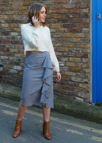 blogger sweater skirt shoes ankle boots midi skirt