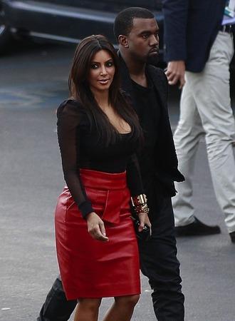 kim kardashian black top red skirt