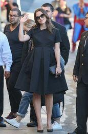 dress,black,black dress,keira knightley,pumps,sunglasses