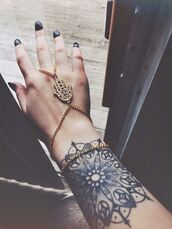 jewels,gold,hamsa hand,bracelets,hipster,hand jewelry,diamonds,bracelet chains,hamsa,hamsa bracelet,gold bracelet,cute  outfits,black,glitter,little,clothes,girl,indie,hand,braccelets,fatima hand,bracelets and ring