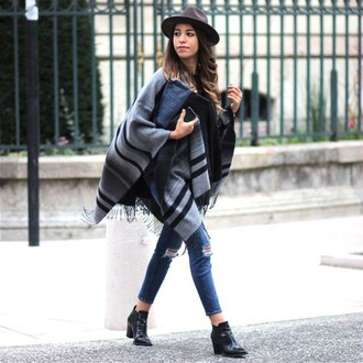 shoes grey poncho ripped jeans black ankle boots grey hat blogger