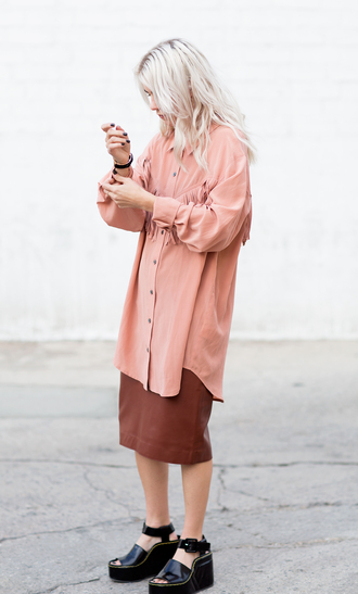 always judging blogger fringes platform sandals oversized leather skirt minimalist leather sandals black heels platform heels oversized shirt peach midi skirt midi leather skirt