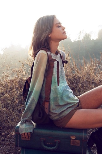 t-shirt green shorts blue print turquoise brown sweater print sweater brown hair leather backpack travel christmas gift