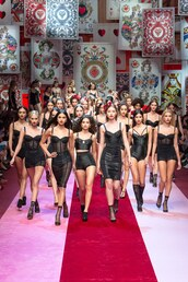 dress,bodycon dress,mini dress,black dress,runway,model,milan fashion week 2017,hailey baldwin,sara sampaio,elsa hosk,dolce and gabbana,bustier,bustier dress,black