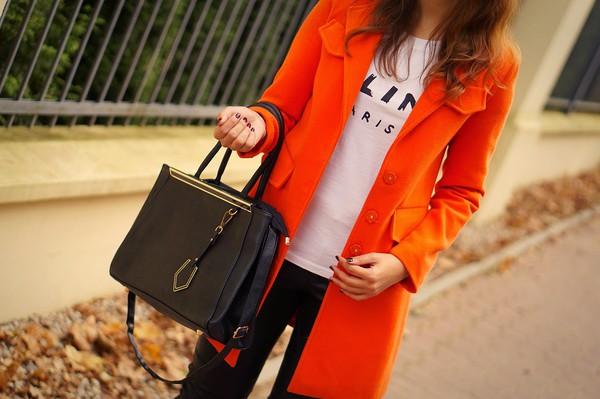 a piece of anna blogger bag t-shirt sunglasses