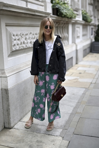 t-shirt floral printed pants denim jacket slogan t-shirts wide-leg pants handbag sliders blogger blogger style