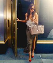 bag,irina shayk,white shirt,oversized,green skirt,maxi skirt,red high heels,brown bag,beige bag,red lipstick,sunglasses,green maxi skirt,model,skirt,shirt,shoes