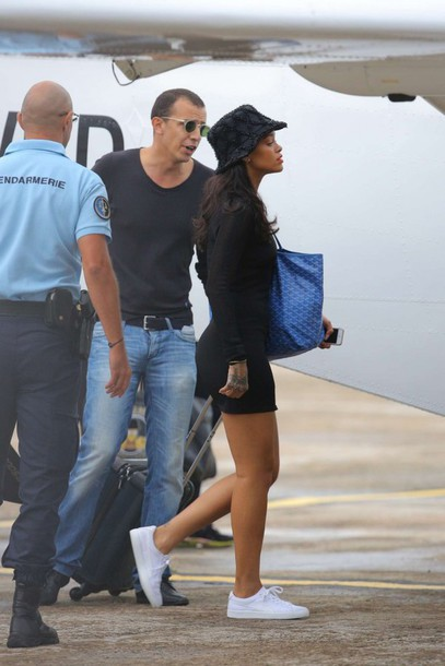 rihanna bag black dress bucket hat white sneakers