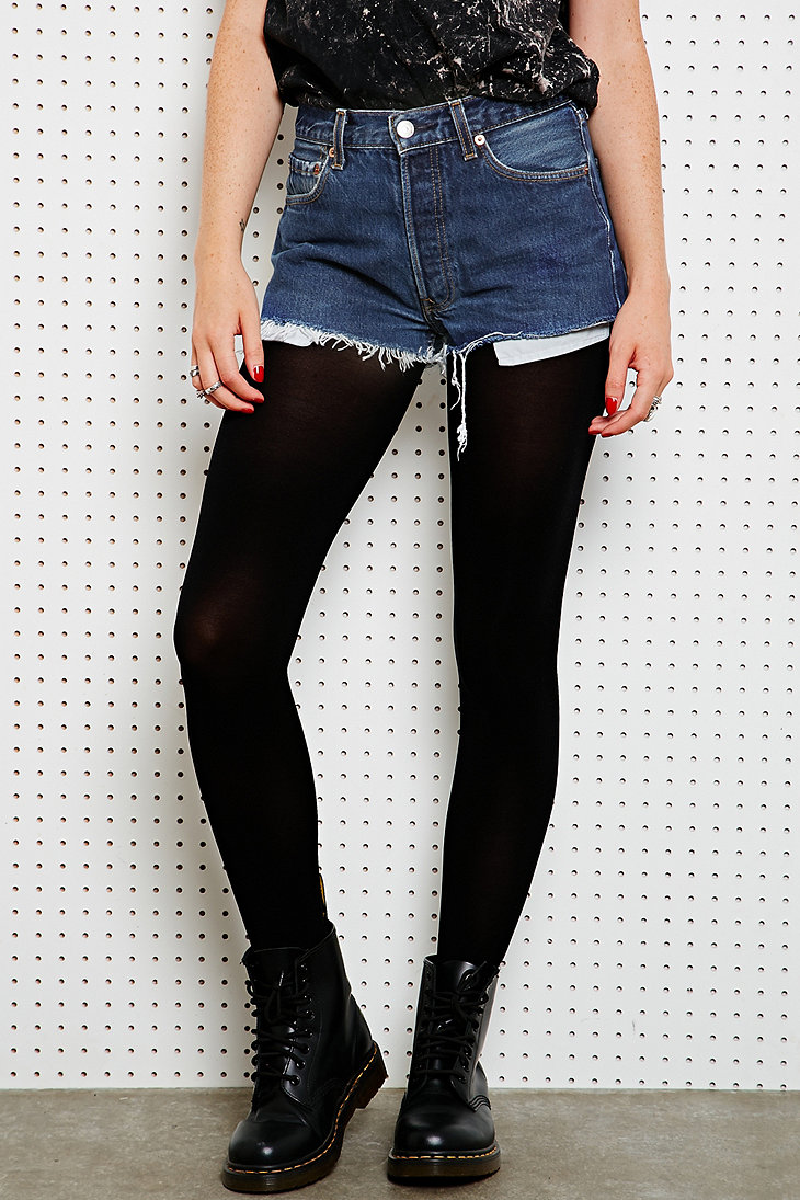 Vintage Renewal Levi's Raw-Cut Shorts in Dark Wash - Urban Outfitters