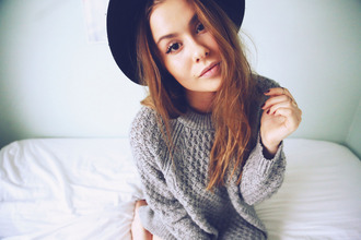 the next episode blogger hat grey sweater knitted sweater