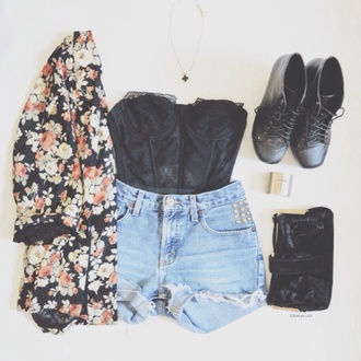 jacket kimono shoes floral black floral cardigan high waisted shorts flowers crop tops shorts denim cute vintage bralette cut off shorts combat boots hippie top black crop top black boots black shoes denim shorts cardigan