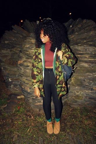 shoes bag vintage old school vintage green socks brown shoes black leggings black leggings camouflage camo jacket vintage camouflage jacket crop tops top t-shirt pants jacket clothes shirt red lime sunday