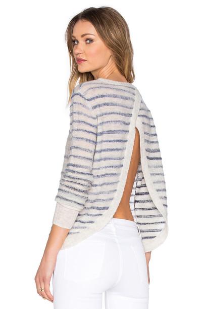 pullover cross back white