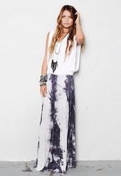 shirt,white t-shirt,slouchy,boho,boho chic,maxi skirt,tie dye,jewelry,hippie,hot,skirt