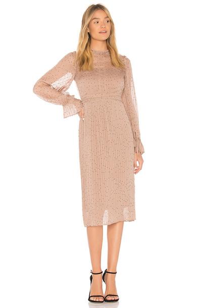 Line & Dot dress tan