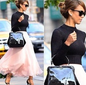 top,jessica alba,celebrity,skirt,pink skirt,blush pink,maxi skirt,high waisted skirt,blush skirt,chicityfashion,blogger,long skirt,ruffle,frilly,pink,bag,big bag,turtleneck,black turtleneck top,sunglasses,streetstyle,outfit,celebrity style,heels,romantic