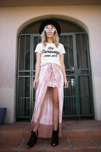 blondecollective blogger top skirt hat sunglasses shoes felt hat white t-shirt ankle boots high low skirt pink skirt spring outfits