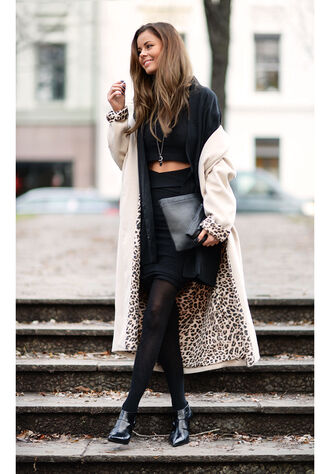 stylista blogger long coat winter coat two-piece leopard print black skirt clutch winter outfits