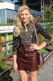 skirt,chloe grace moretz,celebrity,actress,leather skirt,brown skirt,mini skirt,shirt,printed shirt,floral shirt