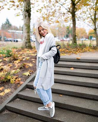 shoes vans slippers vans outfits denim jeans blue jeans cardigan grey cardigan backpack black backpack
