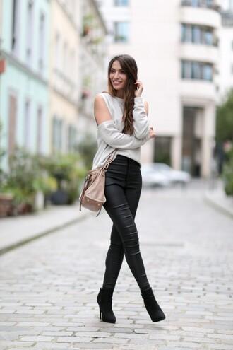 sofya benzakour knidel la couleur du moment | blog mode lifestyle entre le maroc et paris blogger bag shoes grey top shoulder bag leather pants leather leggings