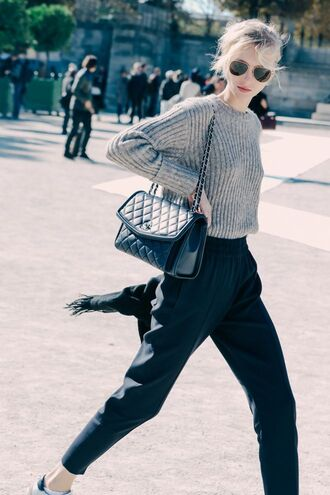 pants black casual chic pantalon sweater grey sweater le fashion image blogger sunglasses bag tumblr black pants black bag chain bag quilted bag aviator sunglasses fall outfits streetstyle