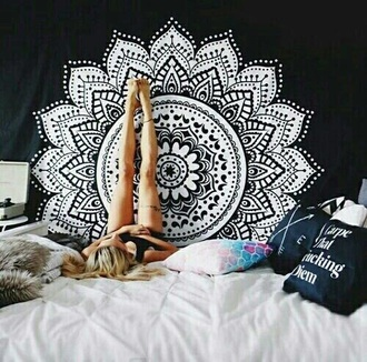 home accessory blanket black black decke blanket black blanket wihte round mandala mandala mandala bedcover hippie home decor wall decor hippie wall hanging mandala wall hanging