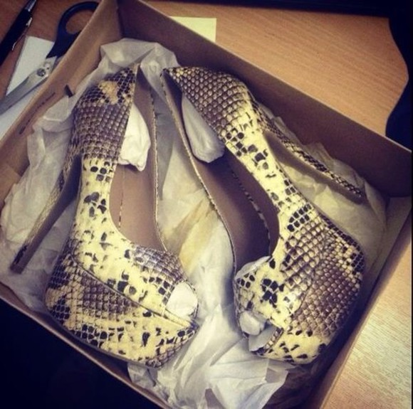 shoes high heels pumps snake print
