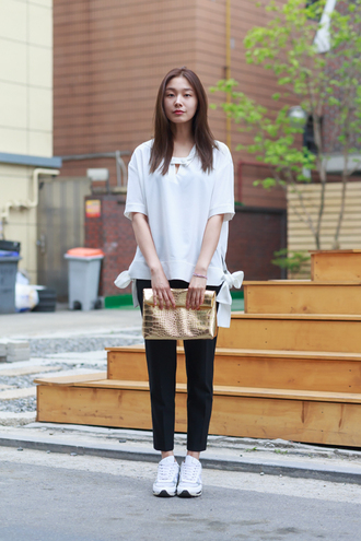 bag gold clutch clutch metallic clutch pants black pants top white top sneakers white sneakers spring outfits streetstyle