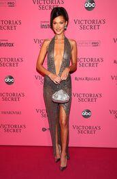 shoes,pumps,celebrity,model,bella hadid,metallic,silver,plunge dress,sexy dress,victoria's secret,victoria's secret model