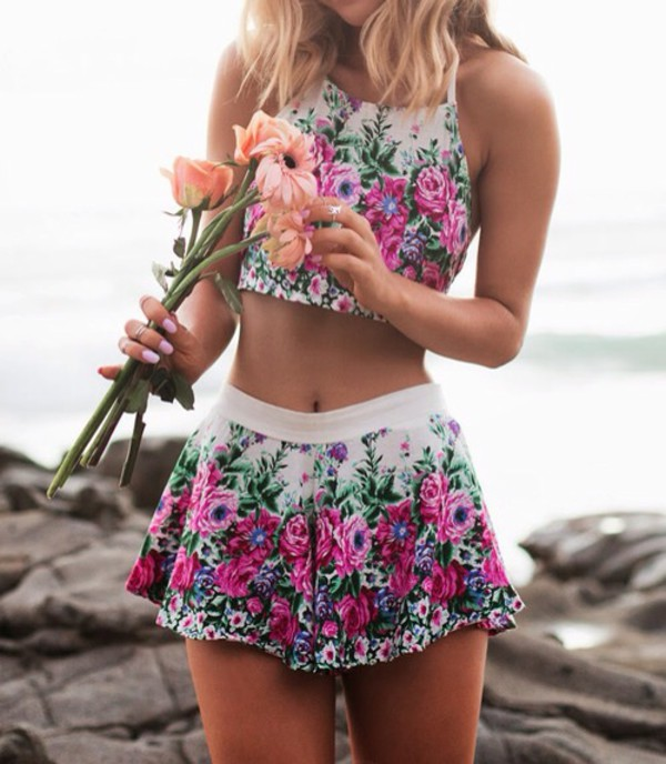 crop tops shorts short shorts mini skirt floral skirt floral top summer outfits summer two piece dress set two-piece