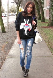 sweatshirt,cartoon,jeans