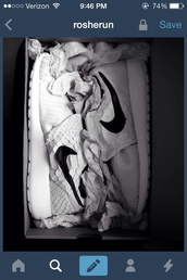 shoes,nike roshe run,nike,roshe runs,white sneakers,low top sneakers
