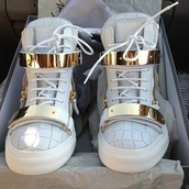 shoes,original shoes,white shoes,gold shoes,white,kicks,high top sneakers,sneakers,gold,metallic shoes,leather,white sneakers,gold sneakers,zip,gold zippers,tumblr,tennis shoes,high tops,white and gold