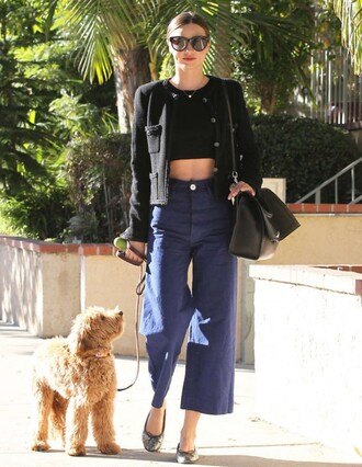 pants wide-leg pants miranda kerr crop tops jacket sunglasses purse ballet flats bag printed ballerinas flats black sunglasses culottes denim culottes blue pants black bag black jacket black crop top