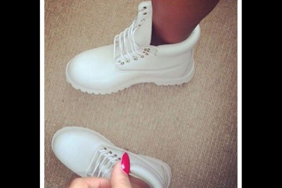 boots outfit winter shoes timberlands white cute trendy special women girl lady inneed designer brand expensive gift christmas