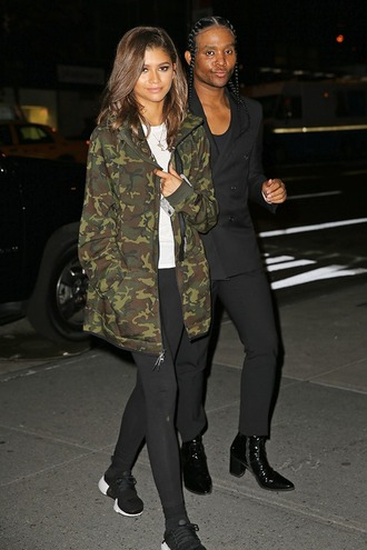 shoes camouflage camo jacket zendaya streetwear streetstyle nike shoes pocket jacket army green jacket celebrity style celebrity leggings black leggings sneakers black sneakers