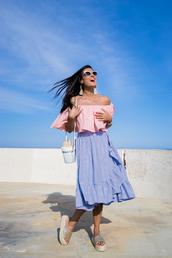 crimenes de la moda,blogger,skirt,top,sunglasses,jewels,bag,shoes,midi skirt,flatform sandals,sandals,slide shoes,pink top,summer outfits