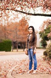 cute & little,blogger,leggings,jeans,shoes,bag,jewels,shoulder bag,brown jacket,high heel pumps,pumps,gold shoes