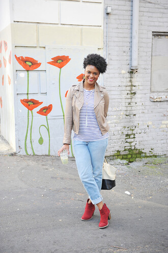 the lipstick giraffe blogger jacket jeans shoes bag light blue jeans red shoes