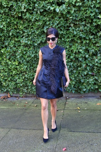 dress this time tomorrow blogger sunglasses feathers charcoal cocktail dress