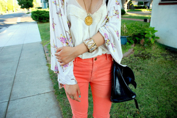 jacket floral print jacket girly floral cardigan cute outside necklace bracelet jeans colored jeans white tank top tank top floral cardigan summer spring pretty flowers bag kimono