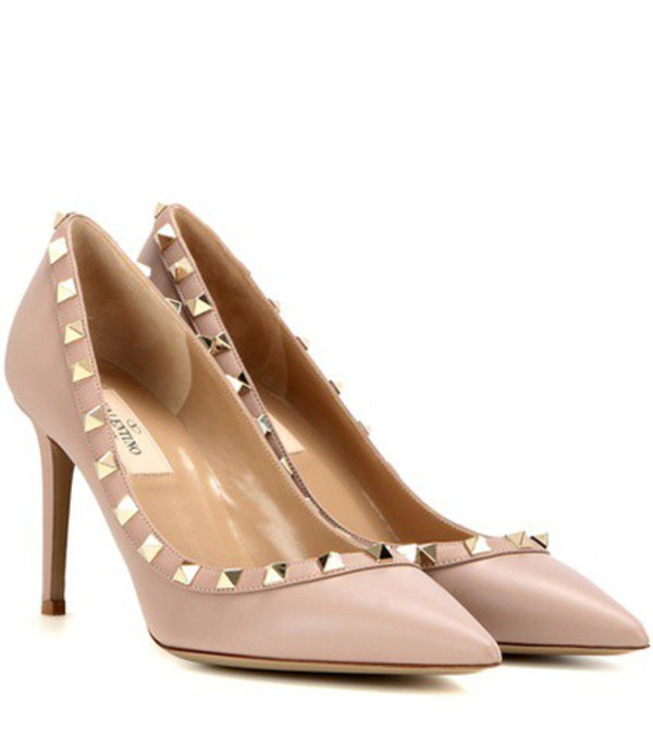 Valentino Garavani Rockstud leather pumps in neutrals