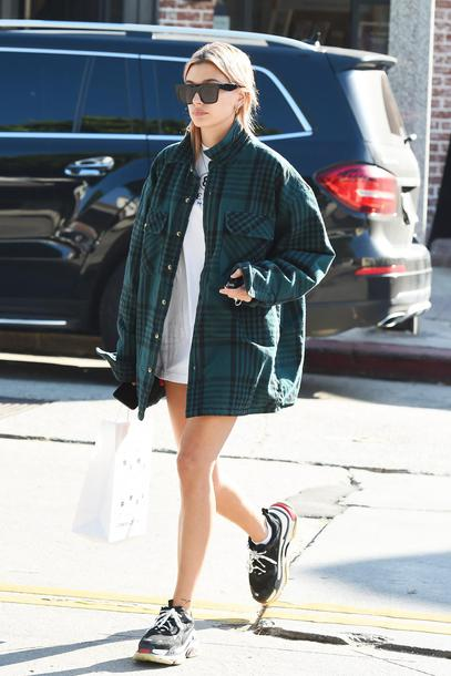 Shirt Top Hailey Baldwin T Shirt Sneakers Sunglasses