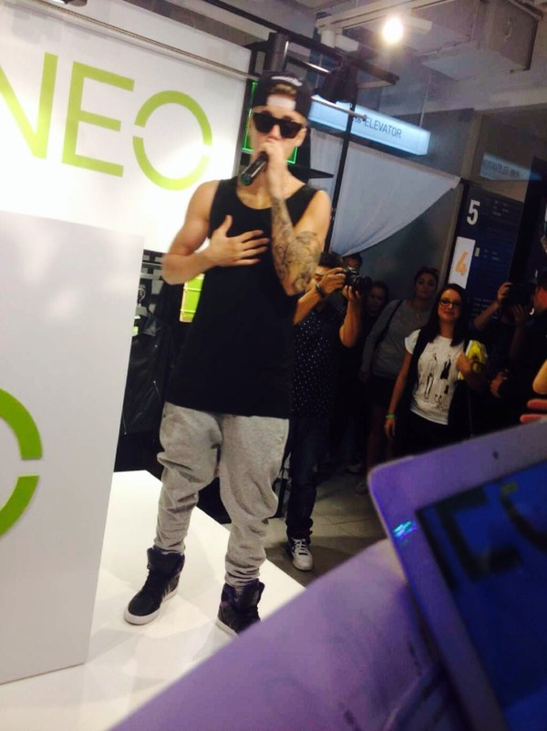 pants justin bieber sweats shades shoes snapback tattoo tank top