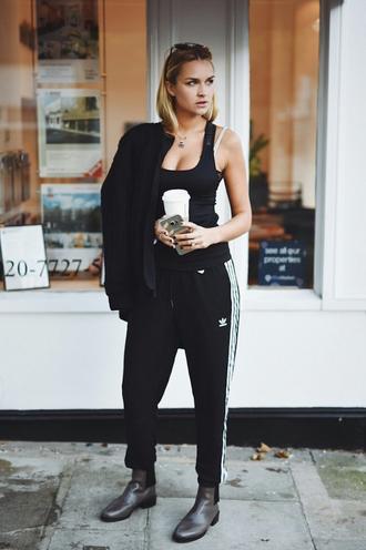 en vogue coop blogger sweatpants black jacket sporty chic athleisure no gender