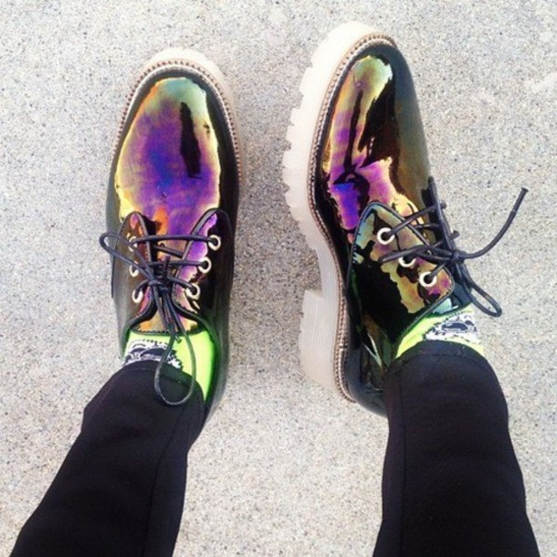shoes holographic black shoes vibrant holographic shoes rainbow petrol colorful hipster shiny grunge cool indie funny shiny laces pretty iridescent metallic oxfords zip holographic oil slick black leather asos goth retro boots trendy trendy derbies