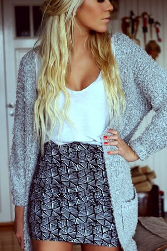 grey cardigan blonde hair top cardigan skirt pattern black and white skirt black and white white singlet spring outfits warm cardigan autumn short skirt white top tanned skin date outfit