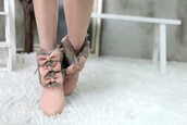 bow,pink shoes,brown shoes,shoes