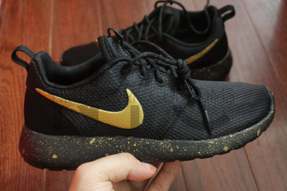 100% authentic 75348 d64cb nike roshe run black and gold